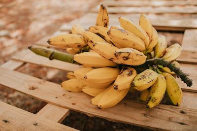 الموز للحفاظ على الرطوبة.