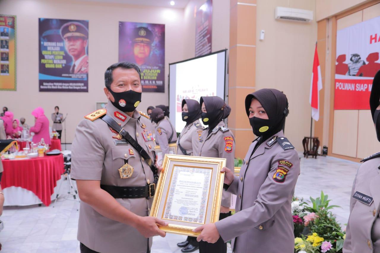 Momen Hari Jadi Polwan Ke-72, Polwan Polres Tulang Bawang Mendapatkan Reward Dari Kapolda Lampung
