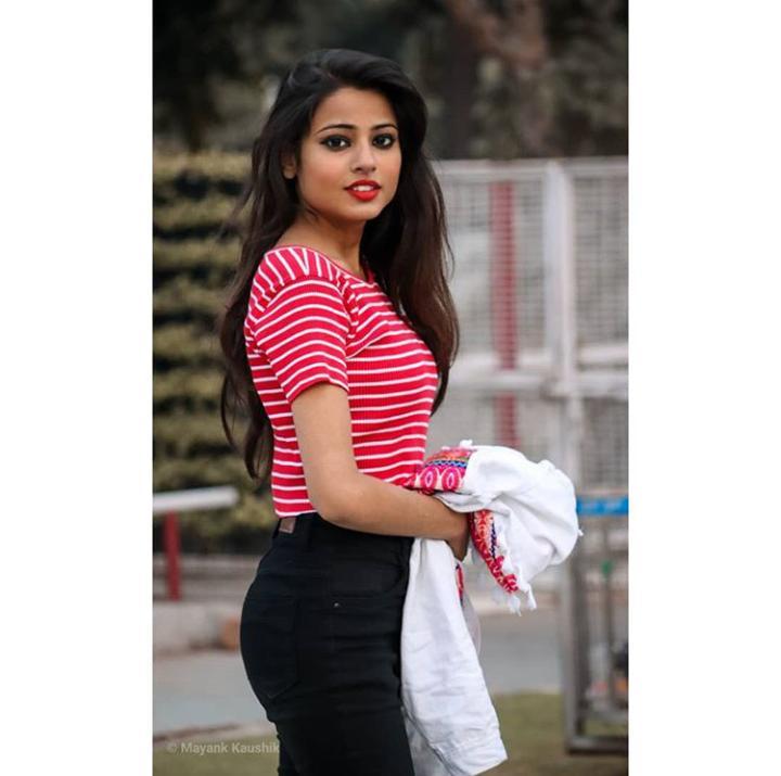 Hot Images of Nishu Tiwari