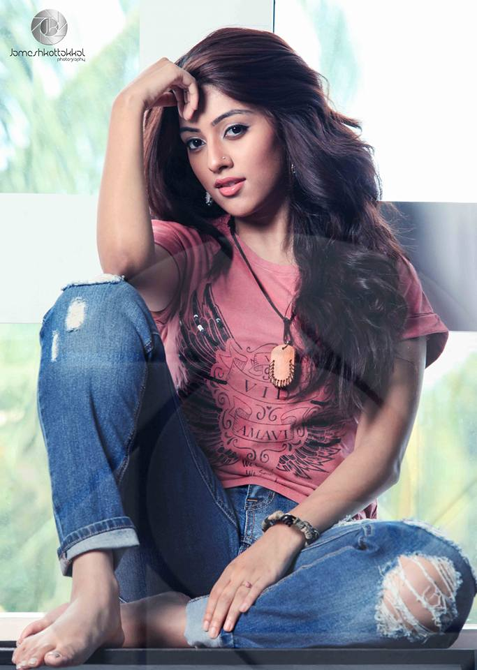Anu-Emmanuel-Action-Hero-Biju-Actress-La