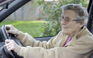 Ψήφισμα: Συμφωνείτε με την ανανέωση της άδειας οδήγησης των πολιτών άνω των 80;