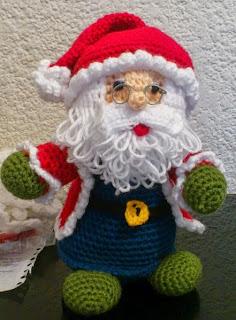 http://novedadesjenpoali.blogspot.com.es/2014/10/patron-de-santa-navideno-modelo-3.html?m=1