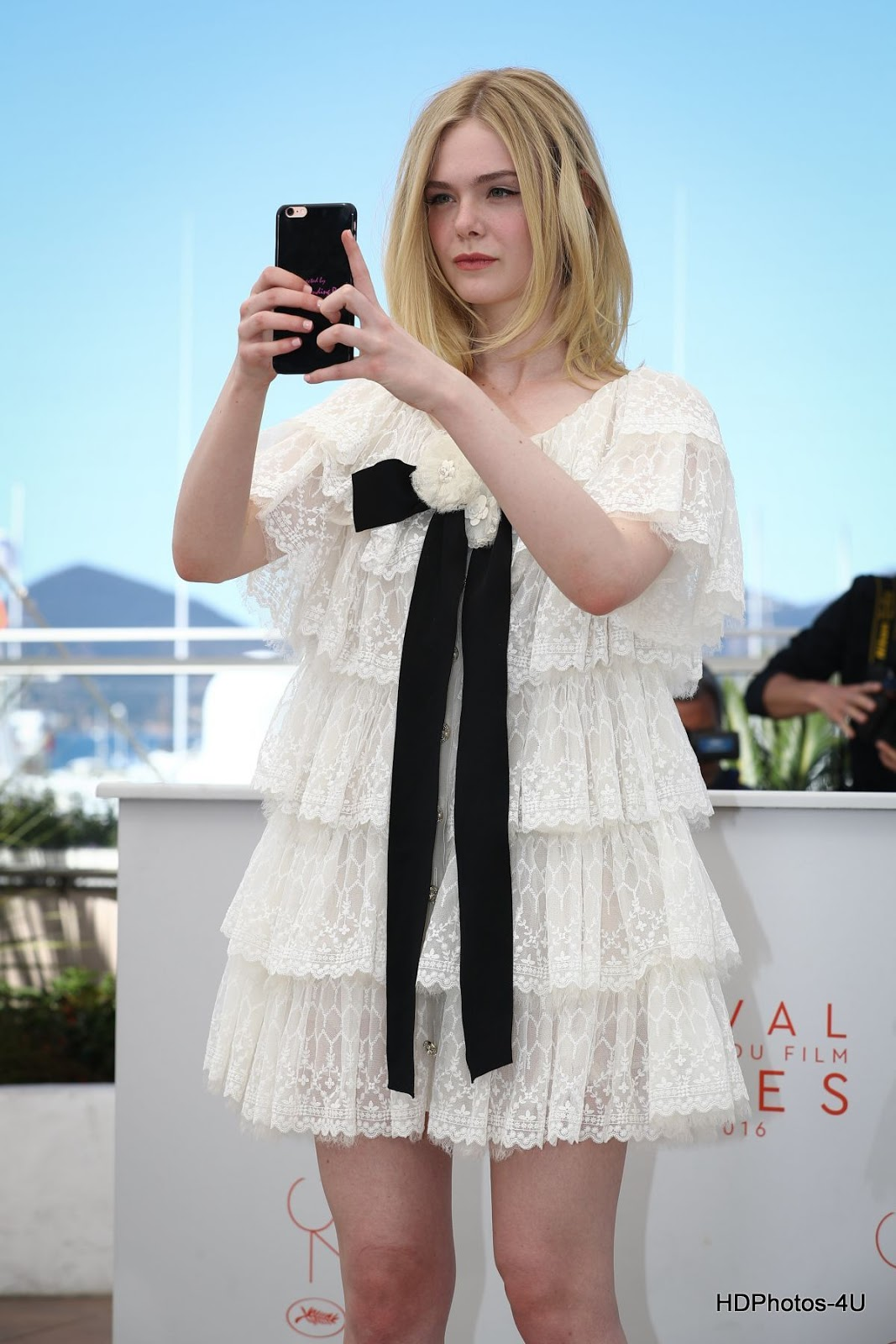 Full HQ Photos of Elle Fanning At The Neon Demon Photocall At 2016 Cannes Film Festival