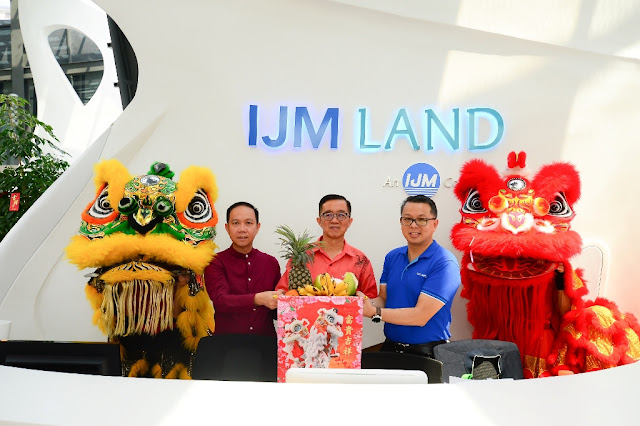 Dato' Hoo Kim See, Dato' Soam Heng Choon and Edward Chong looking forward to good fortune and prosperity for the Year of The Rooster