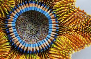 فنان يحول الأقلام الملونة ...الى
