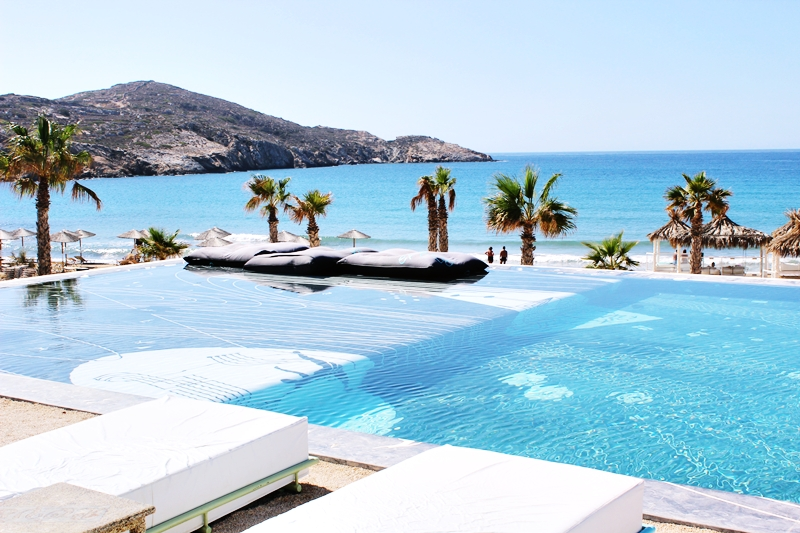 EREGO Beach Club and Restaurant Ios infinite pool.