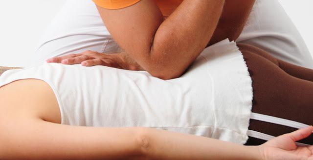 VICO MASSAGISTA - QUIROPRAXIA, MASSOTERAPIA, MASSAGEM TERAPÊUTICA E ACUPUNTURA - SÃO JOSÉ SC  Profissional com mais de 25 anos de experiência no tratamento e alívio da dor.   MASSAGEM TERAPÊUTICA, TRATAMENTO E ALÍVIO PARA:  - dores musculares e nas articulações, - dores nas costas - dores na coluna - dores lombares, lombalgia e lumbago - nervo ciático - torcicolo - dores no ombro - dores no pescoço - hérnia de disco e bico de papagaio - lesões, luxações, entorse, torções de pé, tornozelo, joelho, cotovelo, pulso - desvio de coluna, coluna fora do lugar - nervo fora do lugar, - dor, dormência, latejamento, inchaço, formigamento mãos, braços, pernas, joelho, pescoço, tornozelo, pés - massagem para grávidas, gestantes, pós operatório cirurgia  dores nas costas, coluna, pescoço, dor de cabeça   ENDEREÇO DE ATENDIMENTO: Rua Arnaldo Bonchewitz, 29 - Centro - São José (SC)   HORÁRIO DE ATENDIMENTO: - de segunda à sexta: das 08h00 às 20h00 (marcar horário) - aos sábado atende : das 08h00 às 14h00 (marcar horário)  MODALIDADES: Massagem Terapêutica, Massagem Relaxante Muscular Anti-Stress Relaxamento Massagem Desportiva, Quiropraxia (para desvio de coluna, ajuste de coluna, alinhamento de vértebra e de coluna), Acupuntura, Auriculoterapia e Auriculopuntura , Ventosaterapia , Reflexologia, Shiatsu, Do-In, Seitai, Tuiná,    VICO MASSAGISTA - SÃO JOSÉ SC - MASSAGEM TERAPÊUTICA, MASSOTERAPIA, QUIROPRAXIA E ACUPUNTURA   Vico Massagista no bairro Centro em São José SC,  Vico Massagista no bairro Campinas em São José SC,  Vico Massagista no bairro Kobrasol em São José SC,  Vico Massagista no bairro Fazenda do Max em São José SC,  Vico Massagista no bairro Ponta de Baixo em São José SC, Vico Massagista no bairro Fazenda Santo Antonio em São José SC, Vico Massagista no bairro Distrito Industrial em São José SC, Vico Massagista no bairro Picadas do Sul em São José SC, Vico Massagista no bairro Flor de Nápolis em São José SC, Vico Massagista no bairro Forquilhinhas em São José SC, Vico