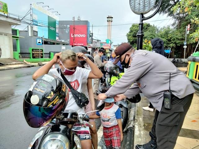 Tak Kenal Lelah, Satgas COVID-19 Kabupaten Batang Tiap Hari Gencar Ops Yustisi dan Bagikan Masker