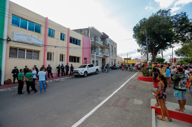 Câmara de Uruburetama abre sessão para votar afastamento de prefeito denunciado por abusar de mulheres