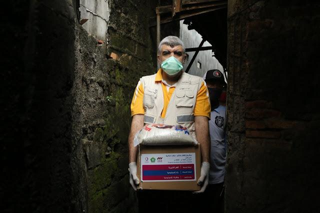 Bantu Masyarakat Indonesia Terdampak Corona, Qatar Charity Distribusikan Belasan Ribu Paket Sembako
