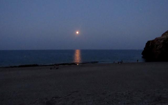 Luna llena en la playa del Corral. Luna llena en la playa de Carboneras