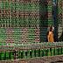 इस मंदिर को बनाने में लगी हैं बियर की खाली बोतलें, नहीं पड़ी और किसी सामान की जरूरत