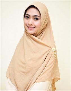 Biografi Oki Setiana Dewi - Artis Muslimah Masa Kini
