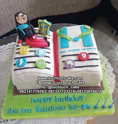 Kue Tart Bentuk Buku Tema Hukum