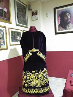 Una túnica bordada como regalo a Jesús Despojado de Jaén
