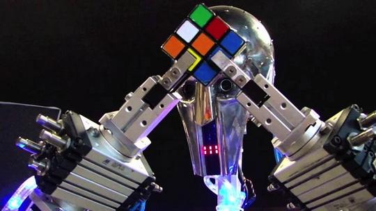 Новый рекорд по скоростной сборке кубика Рубика установил РОБОТ