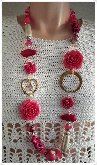 Cod 24, Necklace with roses - Deosebit de frumos!