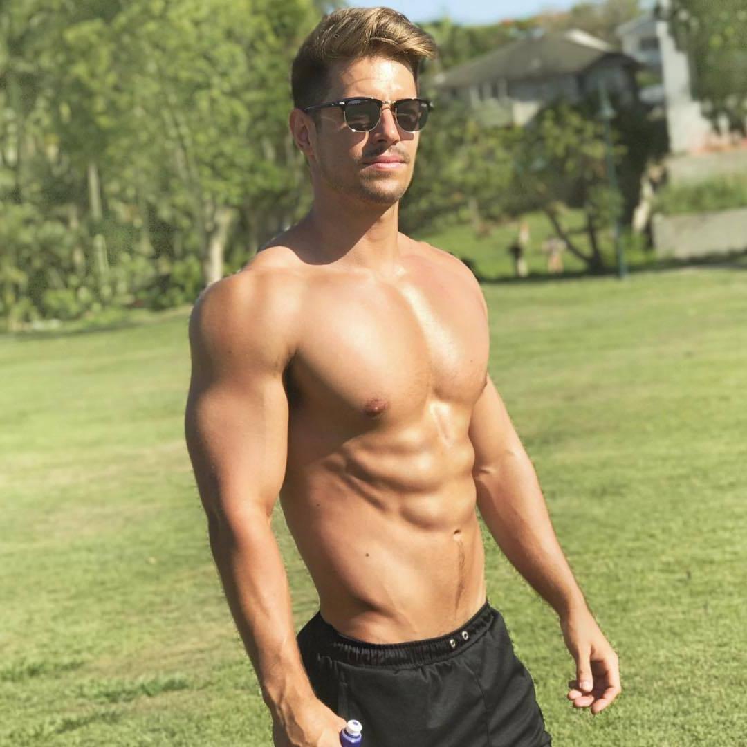 shirtless-beefy-cocky-guys-ryan-greasley-sunglasses-hunk