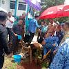 Camat Moncongloe Dampingi Bupati Hatta Menanam Pohon Didepan Kantor Camat