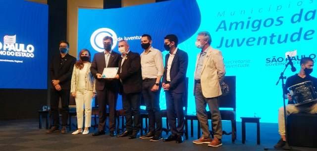 Geraldino Júnior recebe certificado Amigo da Juventude e a Ilha é uma das primeiras cidades contempladas