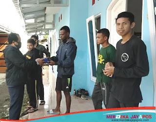 Kompak, Mahasiswa Papua dan Polisi Di Jateng Adakan Baksos dan Kerja Bakti