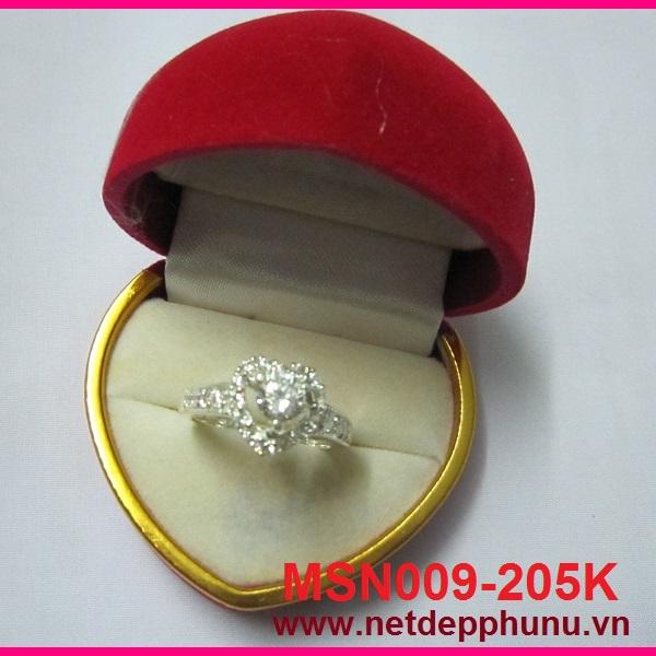 Nhẫn hình trái tim đính đá trắng cao cấp MS-N009 - Giá: 205,000 VNĐ - Liên hệ mua hàng: 0906 846366(Mr.Giang)