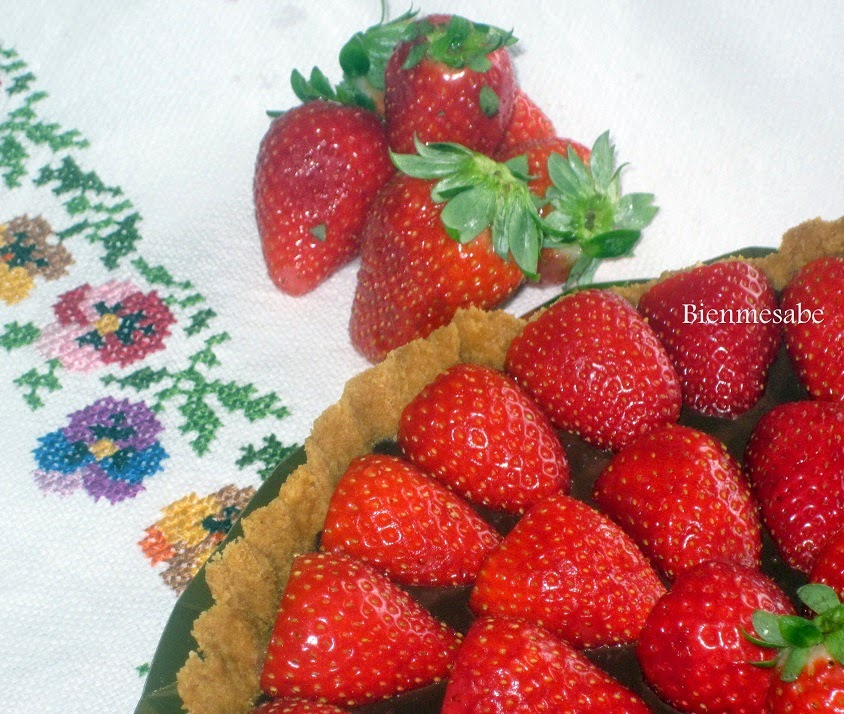 tarta de chocolate y fresas facil3