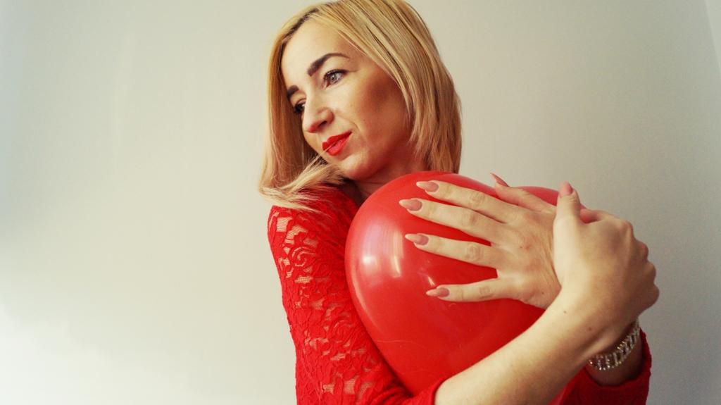 Czy kochamy się tylko w Walentynki ? Czerwona Koronka stylizacja na ten dzień!
