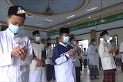 Santri Gelar Sholat Ghoib Untuk Syekh Ali Jaber