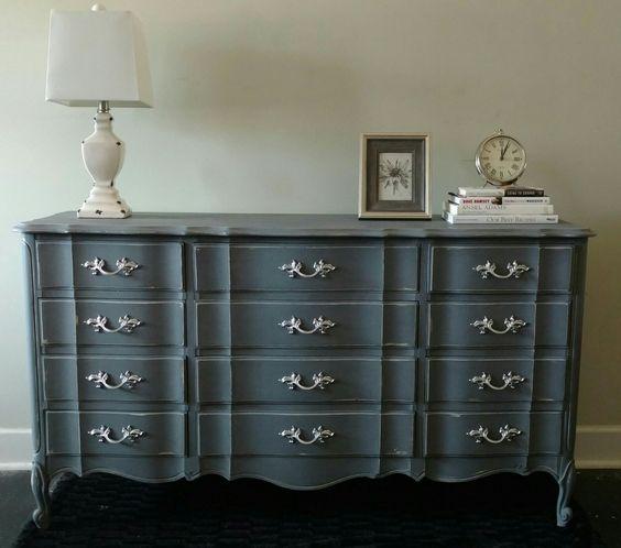 inspiration r nover une commode classique en table langer flashy gigi 39 s gallery. Black Bedroom Furniture Sets. Home Design Ideas