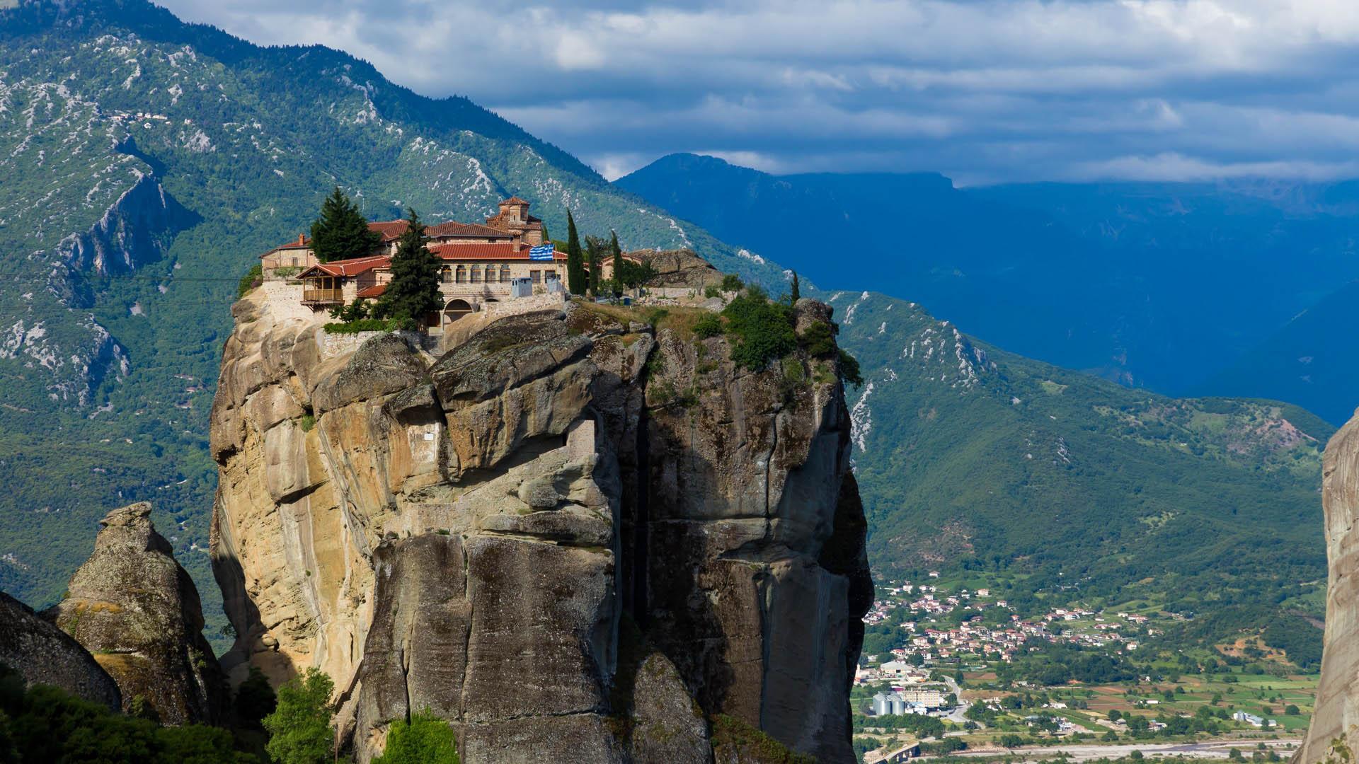 Монастыри Метеоры в Греции. Парящие монастыри на скалах