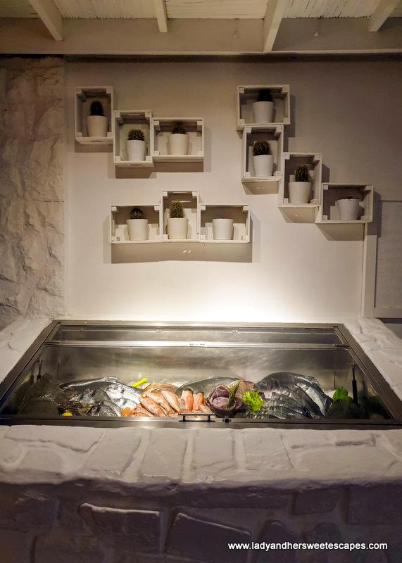 fresh fish in Fish restaurant Dubai