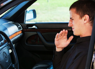 Simak Langkah Tepat untuk Menghilangkan Bau yang Tak Sedap Pada Mobil Anda