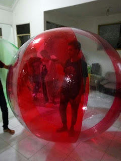 Water Ball atau Bola Air