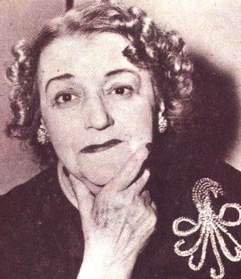 Foto de María Grever con cabello ondulado