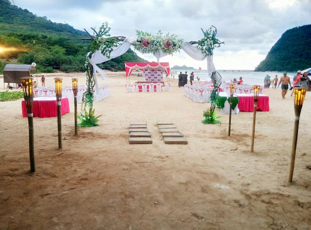 Wedding party at Pulau Merah, Banyuwangi.