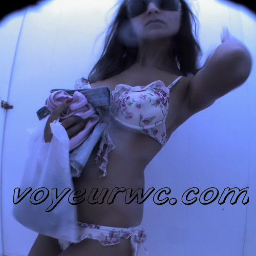 Voyeur Nudebeach 100801-31 (Spy camera filmed numerous women in the beach cabin)
