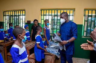 Gov. Abiodun's Aide , Ademide Ajayi Donates school bags to Students In Ogun