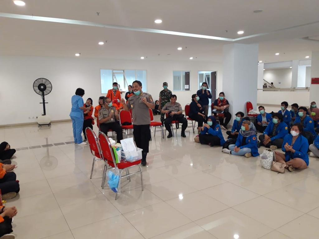 Peduli Akan Seluruh Masyarakat Polri Turunkan 30 Orang Tenaga Medis Dan Telah Siapkan 52 Rumah Sakit Bagi Seluruh Masyarakat Yang Positif Terpapar Virus Corona