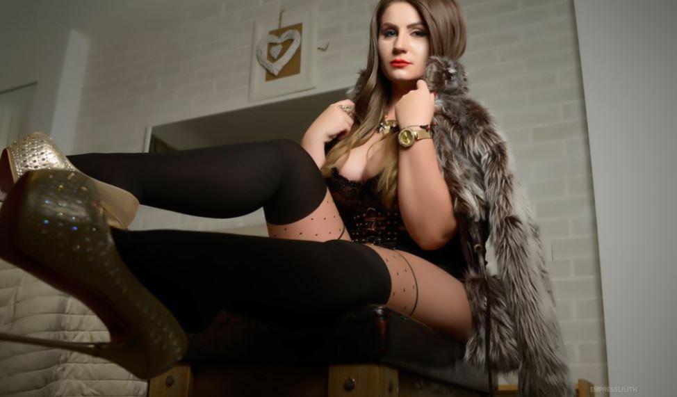 https://www.glamourcams.live/chat/EmpressLilith