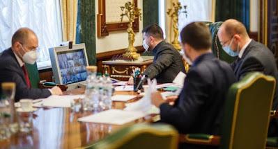 Украинцы недовольны действиями власти по борьбе с коронавирусом