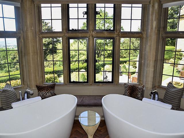 Foxhill Manor bathtubs