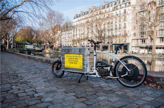 http://www.wedemain.fr/Pour-simplifier-la-vie-des-cyclistes-un-service-de-reparation-itinerant_a1600.html?utm_content=buffer896d0&utm_medium=social&utm_source=twitter.com&utm_campaign=buffer
