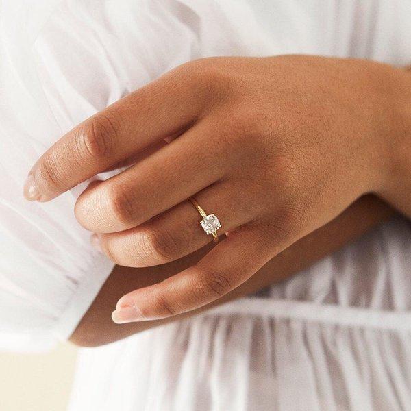Nhẫn cưới vàng 18k đính kim cương