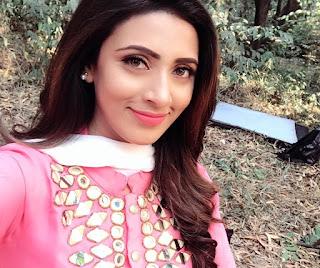 Bidya Sinha Saha New Photo In Pink Dress