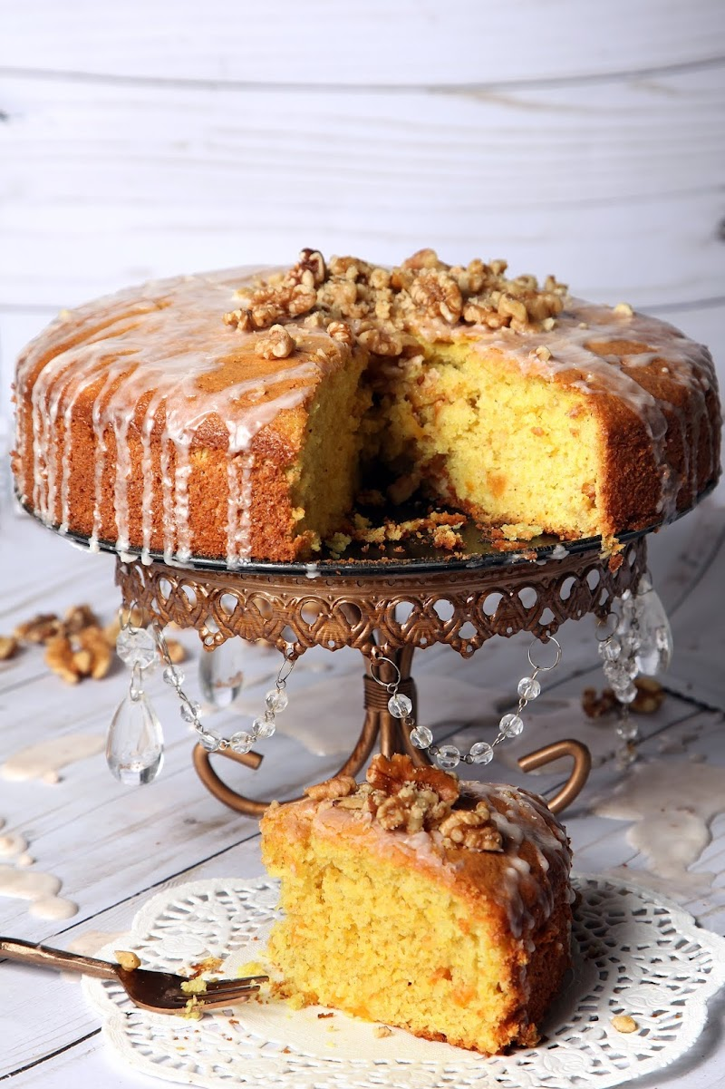 Peach Cake With Cinnamon Glaze