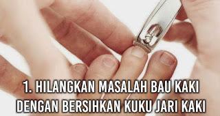 Hilangkan Masalah Bau Kaki dengan Bersihkan kuku jari kaki