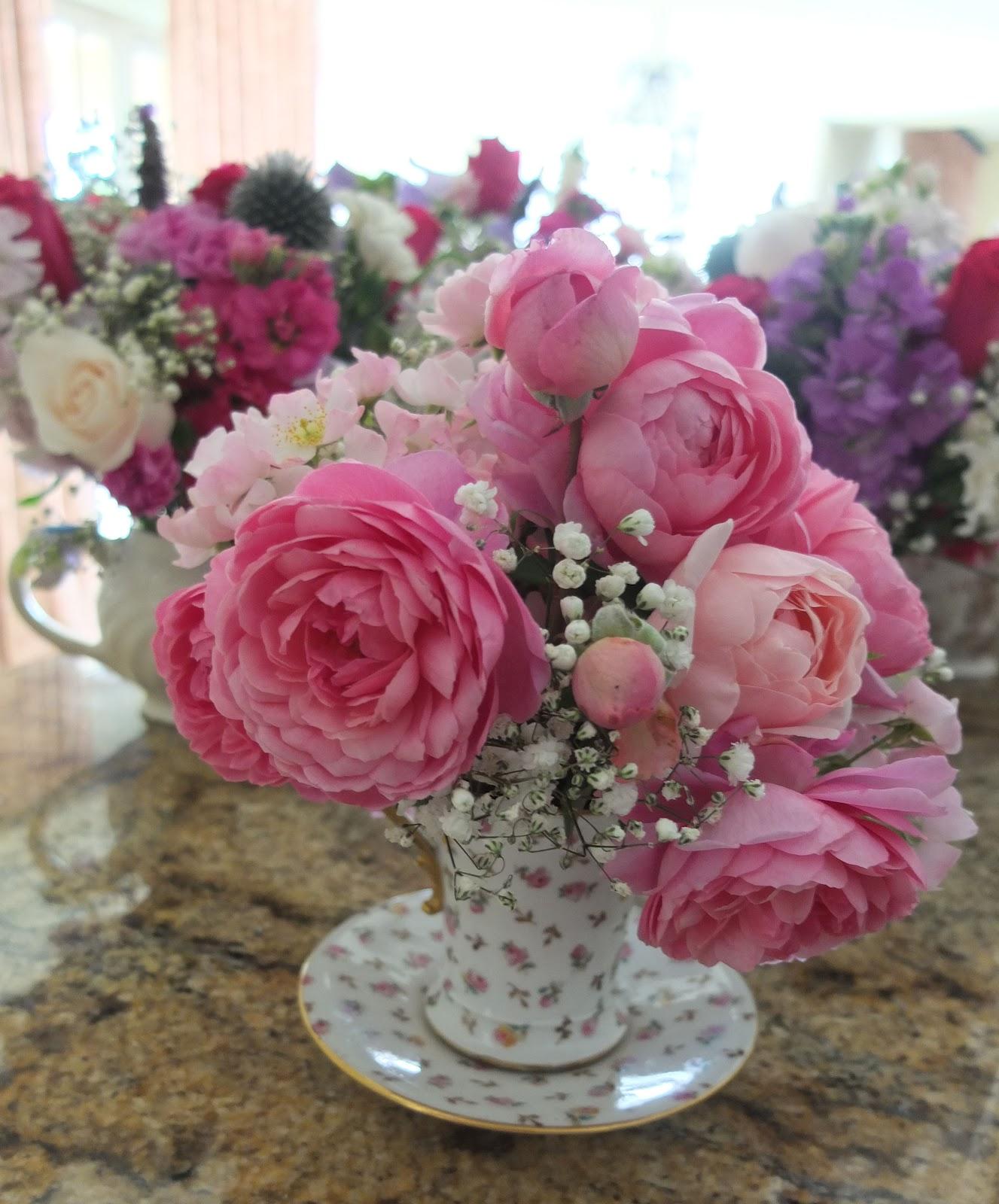 Vintage Flower Arrangements For Wedding: Antique Style: Antique Teapot Flower Arrangements At A Wedding