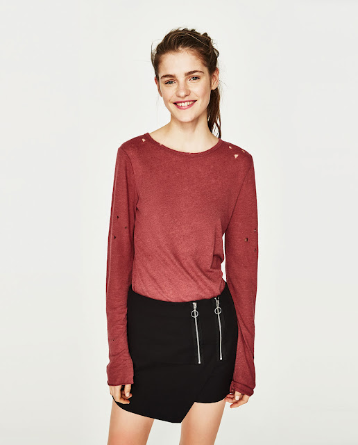 Camiseta con rotos para mujer - Zara