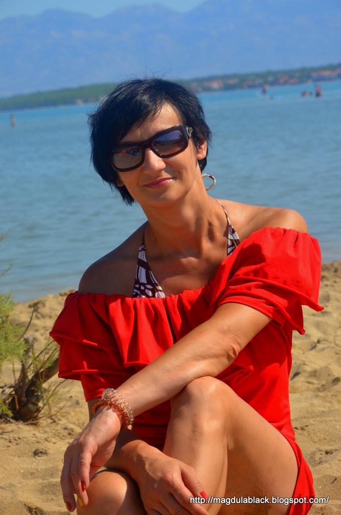 Sukienka hiszpanka, piaszczysta plaża Nin i lecznicze błoto.